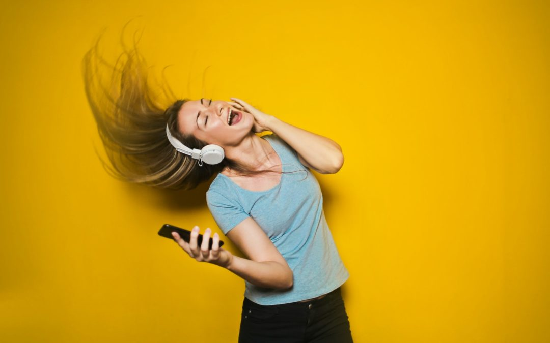 Ditch the holiday guilt and get on the dance floor- Why music is a huge part of my healthy lifestyle (Plus my current playlist)